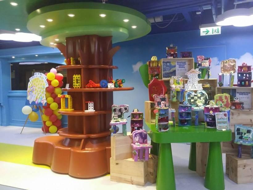 用polymer 泥同其他輕塑物料,以世界名畫作主題,引發孩子創意及對學習英語的興趣。