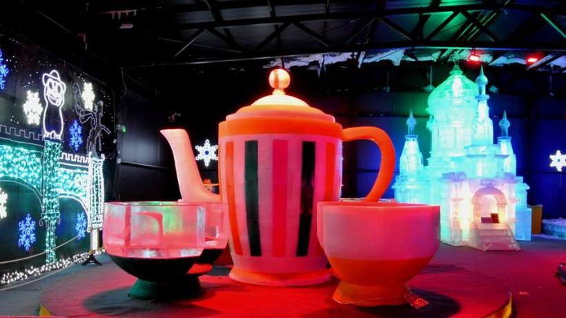 這個場景設計,真的不錯;可以坐上咖啡杯上!