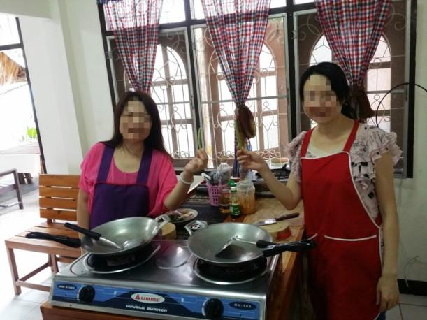 到了教室,幾個人還是拿著那兩條豆角一直笑一直笑。都說在香港向菜販要買三條豆角會招致怎麼的謾罵呢?