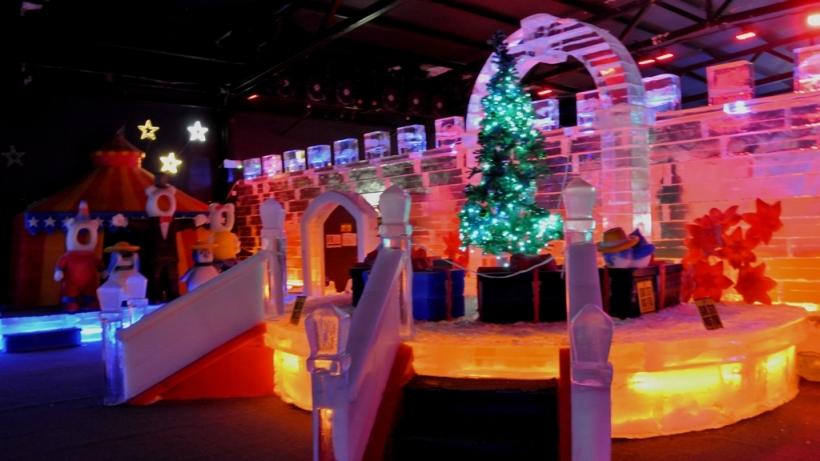 這邊冰雕景致設計和燈光都配得相當好。