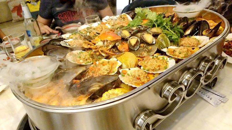 seasfood boat
