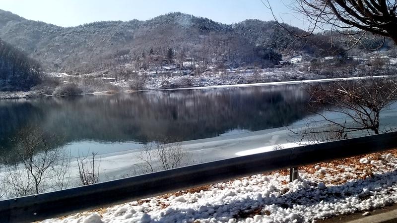 冰湖倒影.jpg